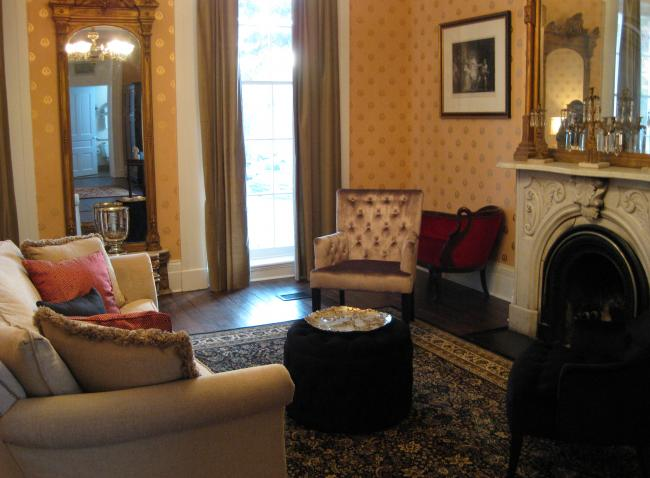 Linden Row Inn Room