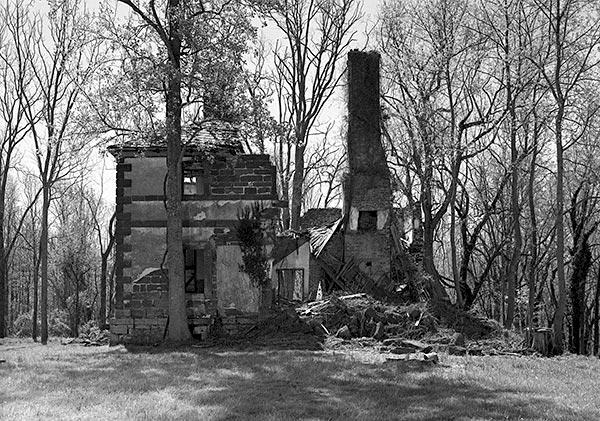 Menokin in ruins
